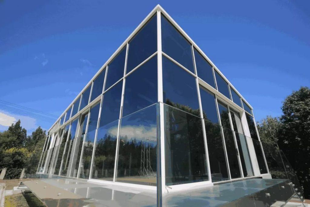 North Glass Shine Room