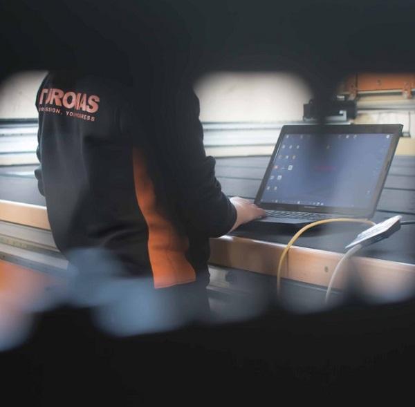 Turomas Glass Cutting Service