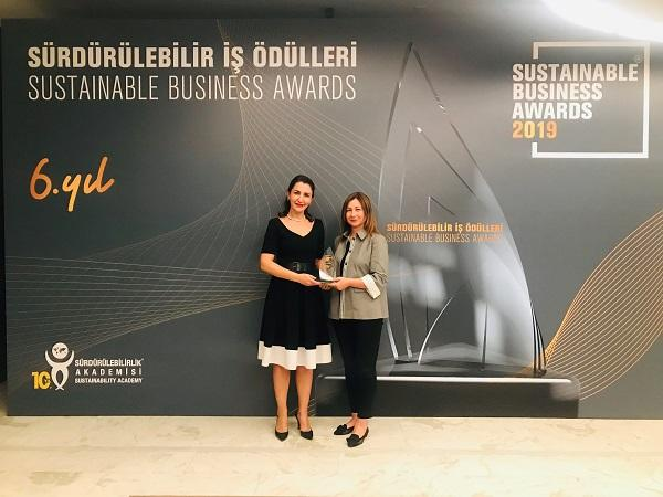 """Şişecam is awarded with the Sustainable Business Award for its """"Glass and Glass Again"""" project"""