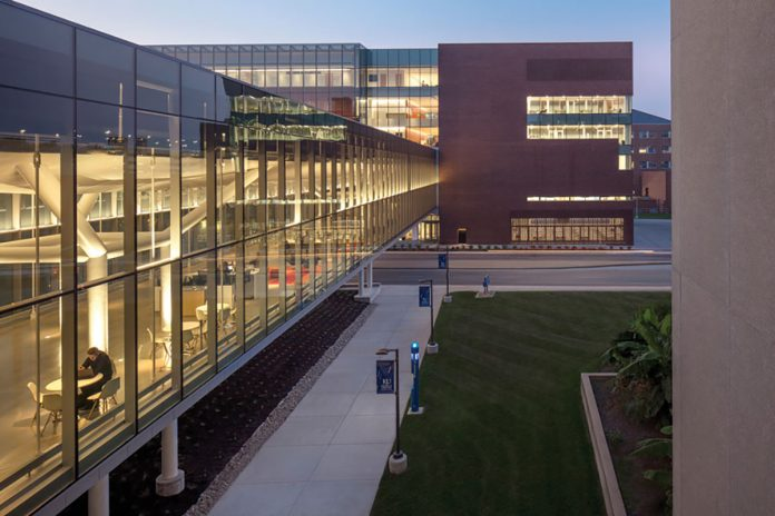 Top Glass and Glazing Products: Kawneer 1600 Wall System Curtain Wall