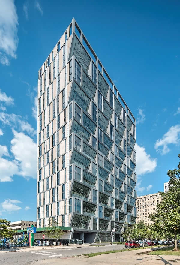 VitroGlass SOLARBAN 60 glass create dimension, energy savings for Chicago's Solstice on the Park