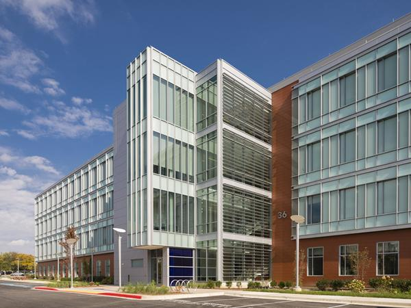 FenestraPro is used by global design firms, such as AECOM, which specified Solarban® 70 (formerly Solarban® 70XL) glass by Vitro Glass at the NASA Goddard Space Flight Center in Arlington, VA. Photography by Ron Solomon.